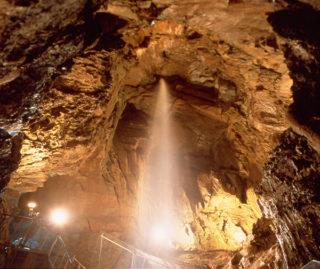 竜ヶ岩洞滝