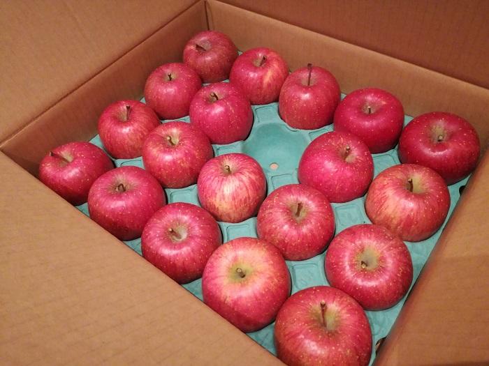 箱入りりんご