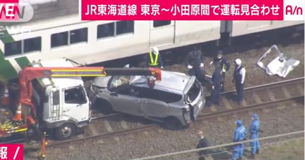 列車と衝突した車
