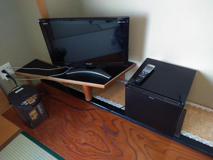テレビとポットと冷蔵庫「
