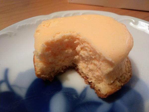 プチチーズケーキ断面